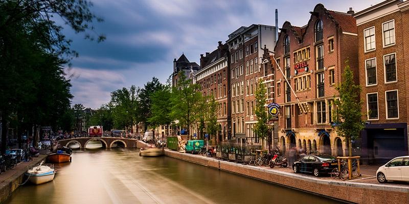 Amsterdam prohibe Airbnb