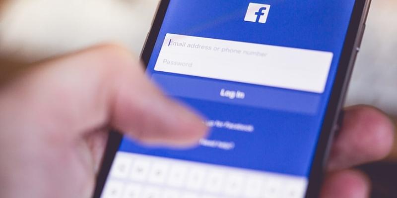 Facebook deja de colaborar con las autoridades de Hong Kong